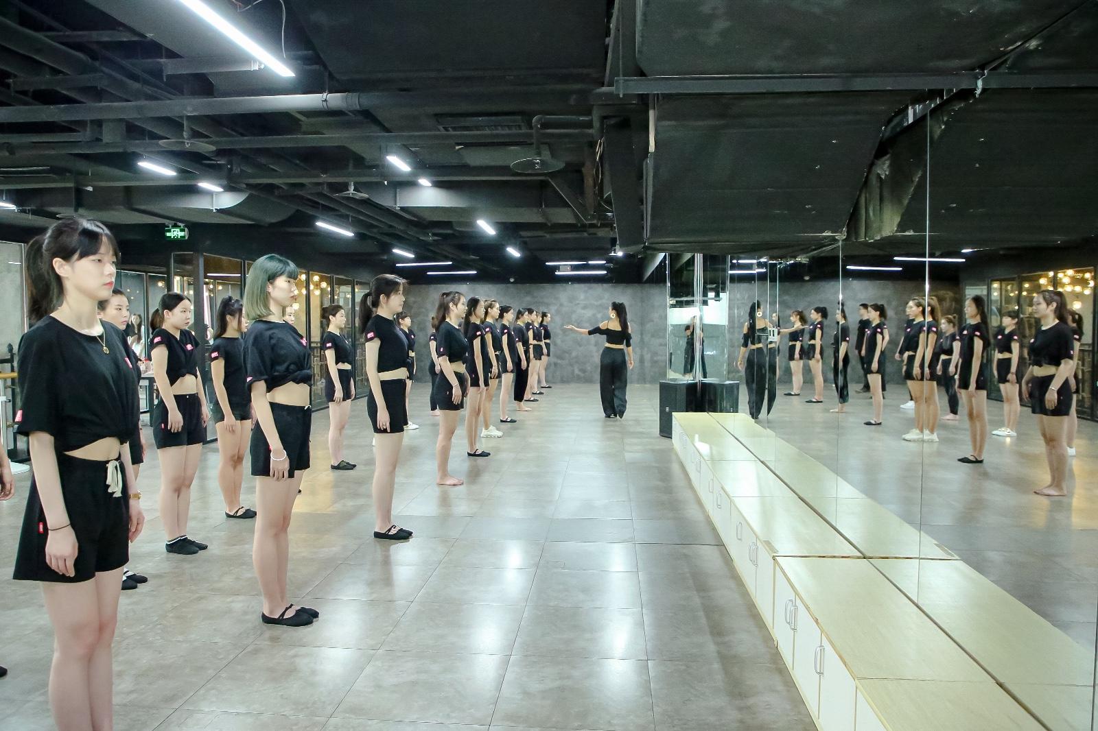 新时代模特高考冲刺班