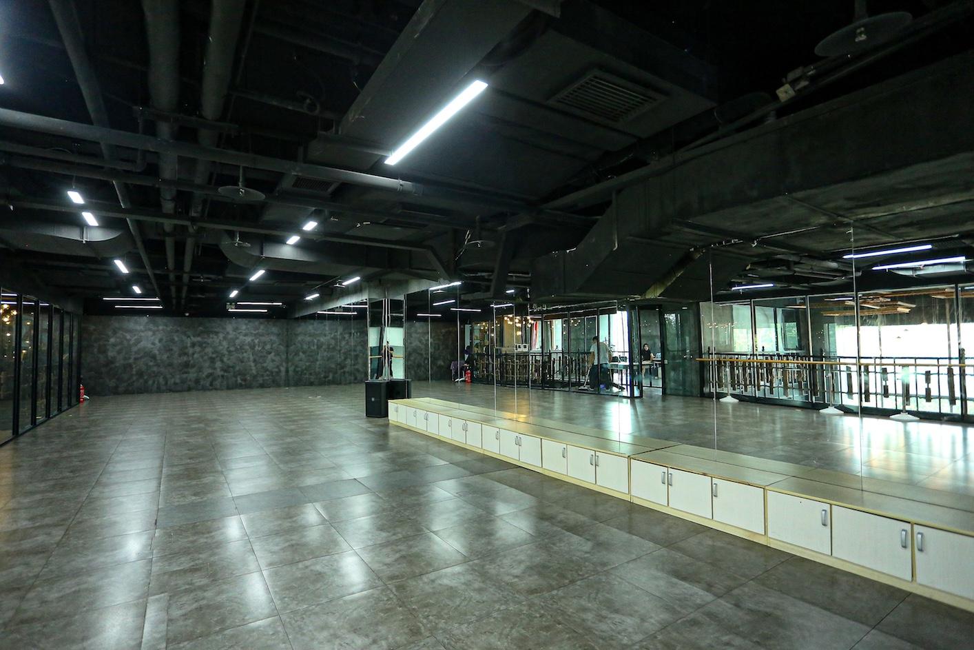 北京新时代模特学校形体课室